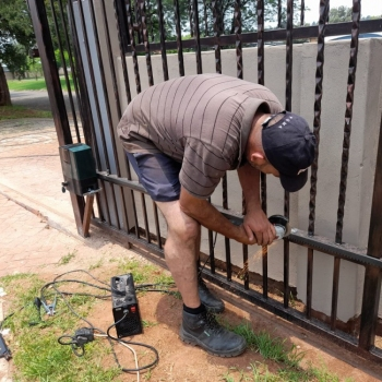 Electrical-Installations-installed-a-Evo-d5-gate-motor0001