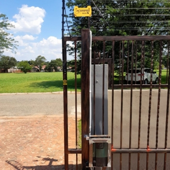 Electrical-Installations-installed-a-Evo-d5-gate-motor0006